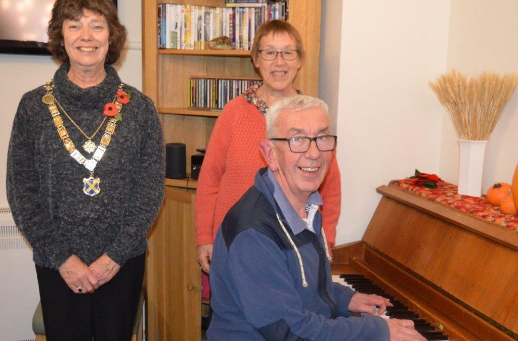 Singing in Care Homes – with the Mayor